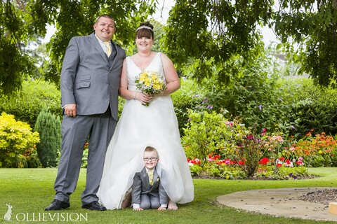 Yorkshire wedding photographer; Pudsey wedding photographers, wedding photography in Pudsey, photographer for Pudsey church