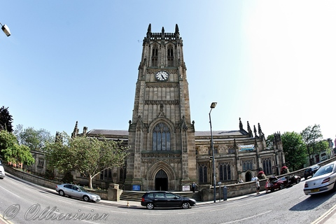 Leeds minster view of Leeds parish church, Yorkshire, Leeds wedding photographers, getting married in Leeds, professional photographers, city